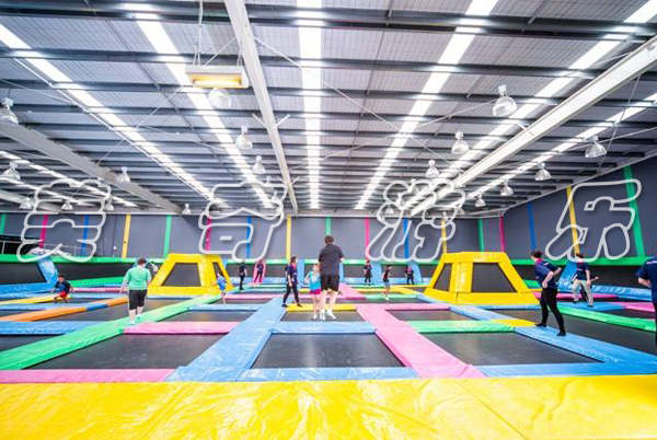 大型蹦床公园互动体验感觉如何呢?
