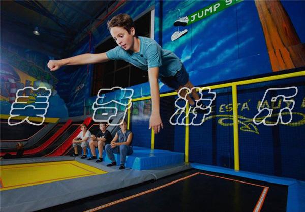 大型蹦床算是游乐项目吗?有什么特点呢?